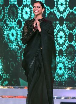 PIX: Deepika, Ranbir, Ranveer perform at Umang