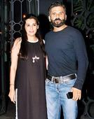 Suniel Shetty and wife Mana's dinner outing in Mumbai