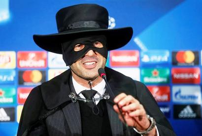 'Zorro from Shakhtar' arrives at post-match conference!