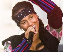 Alicia Keys's Rejection of Makeup Is Not a Moral Decision