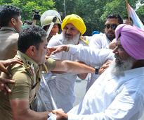 Chandigarh police trespass into Punjab Cong office, beat up staff, 2 sc...