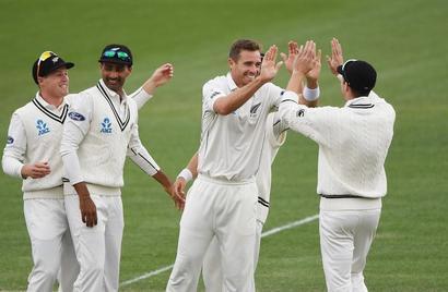 Southee, Wagner leave Pakistan reeling in Hamilton Test