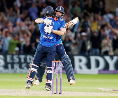 1st ODI: Plunkett hits last-ball six as England tie with Lanka