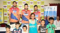 Virat Kohli, Ishant Sharma, Ajinkya Rahane and Irfan Pathan indulge in charity work