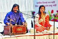 Roop Kumar Rathod and Sunali Rathod perform at a concert in Jaipur
