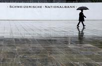 Swiss central bank keeps policy loose to curb strong franc