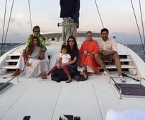 Big B's '3 beauties' in one frame; Aishwarya Rai Bachchan, Aaradhya, Shweta Nanda look adorable together [PHOTO]