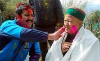 Akhilesh Yadav, Lalu Prasad Yadav, Virbhadra Singh and other politicians celebrate Holi