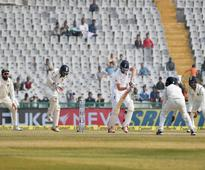England all-rounder Chris Woakes suffers injury in right thumb
