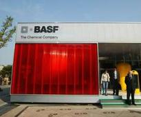 BASF says 2015 profits hit by falling oil prices