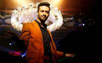 Pakistani singer Atif Aslam stops concert to save a girl from getting eve teased  watch video