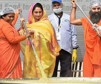 India enters Guinness book by cooking record 918 kg khichdi