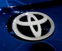 Toyota lifts profit outlook on weaker yen prospects