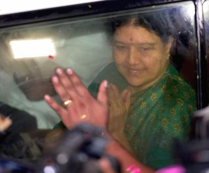 Sasikala returns to Bengaluru prison as parole ends