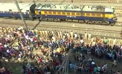 Trains resume on Mumbai's Central line as job-seekers call off agitation