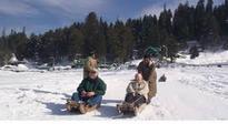 Winter arrives as tourist season fails in Kashmir
