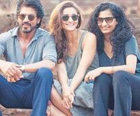 Watch: Shah Rukh gives a peek into his character Jag in the new Dear Zindagi video