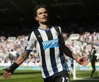 Watford sign Dutch defender Janmaat from Newcastle