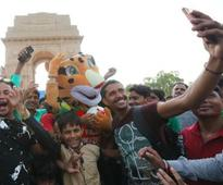 FIFA U-17 World Cup 2017: 2.5 lakh football fans turn up at India Gate to catch glimpse of tournament trophy