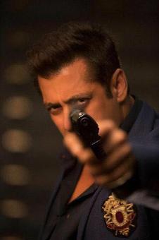 Salman Khan gets a new nickname on the sets of Race 3!