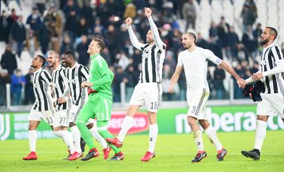 Football Briefs: Unconvincing Juve keep up the pressure on Napoli