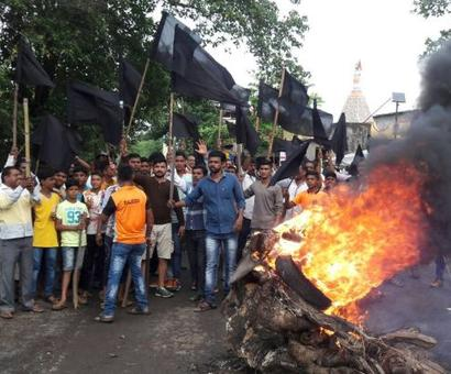 Farmers protest land acquisition by govt in Maharashtra
