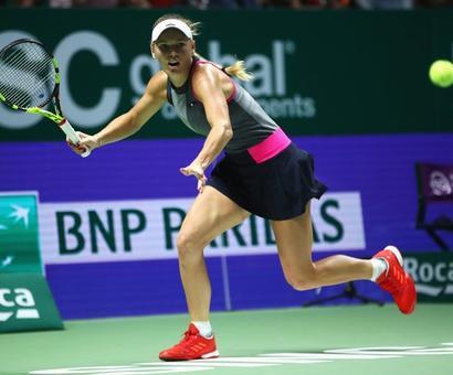 WTA Finals: Dominant Wozniacki swats aside Halep