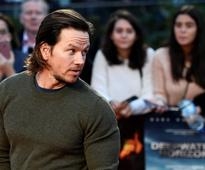 Wahlberg on honouring victims of worst US offshore oil disaster (VIDEO)