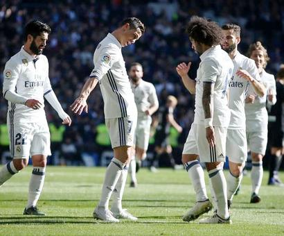 Real Madrid go unbeaten and equal record after thrashing Grenada