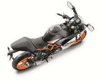 2016 KTM RC and Duke series launched in India
