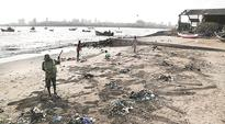 Residents join civic body to clean up Mahim beach