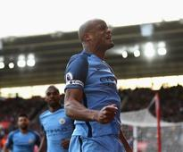 Premier League: Vincent Kompany leads by example to help Manchester City climb to 3rd place