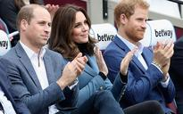 West Ham try to score Royal fans by giving Prince George and Princess Charlotte football shirts