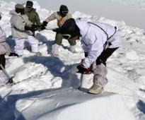 Man dies 3 days after avalanche rescue