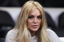 Lindsay Lohan fumes over #Brexit, Elizabeth Hurley sleeps soundly
