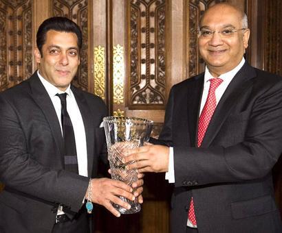 PIX: British award for Salman