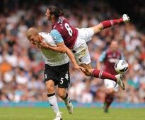 West Ham make Liverpool's Carroll 'top priority'