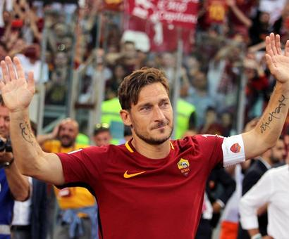 Totti ends playing career; appointed Roma director