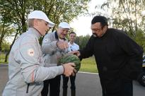 Actor Steven Seagal Gets a Taste of President Lukashenko's Carrots (VIDEO)