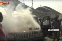 Mahindra Scorpio catches fire in Uppal, Hyderabad  Video