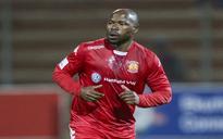 Mbesuma joins 100 club