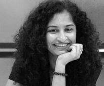 Gauri Shinde: Shah Rukh Khan does not carry the baggage of being a star
