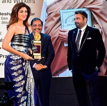 PIX: Shilpa, Juhi, Manisha, Raveena win awards