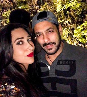 PIX: Salman parties with Iulia, Karisma, Malaika
