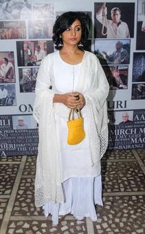 PIX: Divya Dutta, Manoj Bajpayee pay tribute to Om Puri