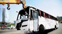 1 killed, 13 injured as bus turns turtle in Vikhroli