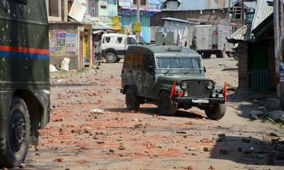 2 CRPF jawans mowed down as stone pelters attack vehicle