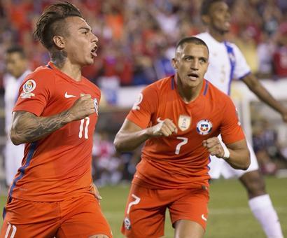 Copa America: Chile's Sanchez, Vargas shine; Argentina win group