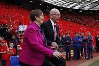 Sir Bobby Charlton tribute proves Manchester United can go from tragedy to triumph