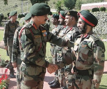 Army chief visits Kashmir, reviews security in the Valley